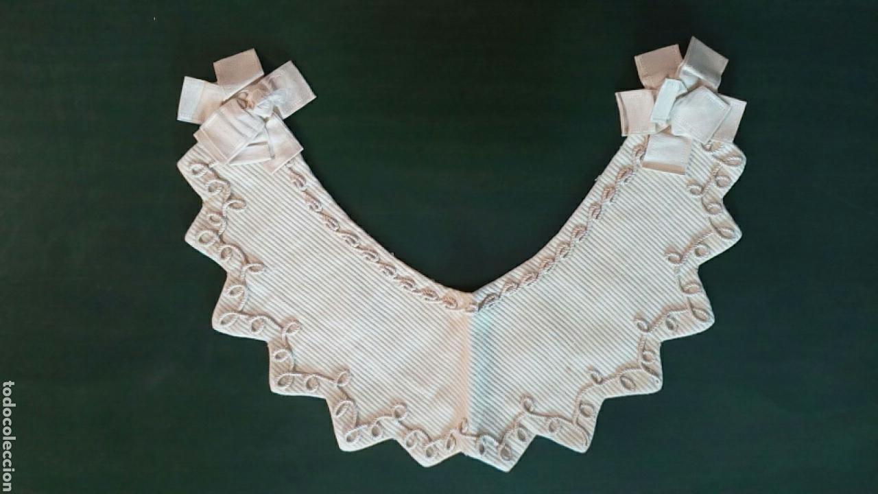 Antigüedades: Capelina o cuello de piqué beige con bordado de cordón y lazo de seda , finales de 1800 - Foto 3 - 163083920