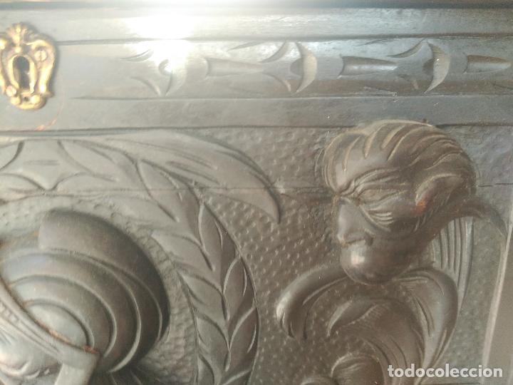 Antigüedades: ANTIGUO BARGUEÑO TALLAS MAGNIFICAS OBRA DE ARTE CAJONES Y LLAVE SGLO XVIII - Foto 17 - 52948120