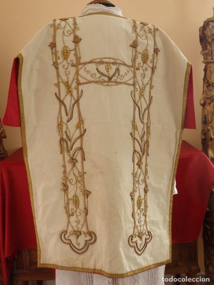 Antigüedades: Dalmática confeccionada en seda bordada en oro con motivos religiosos. Siglo XIX. - Foto 16 - 163248014