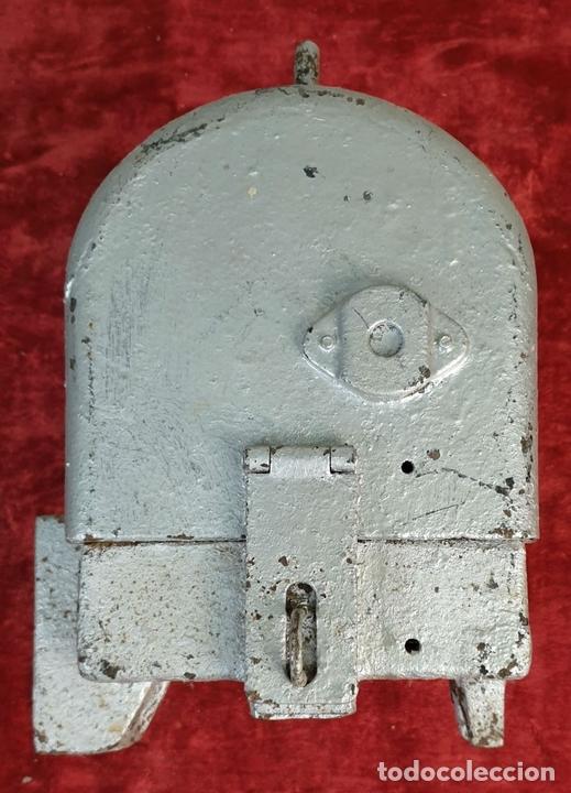 Antigüedades: SEÑAL FERROVIARIA. FOCO DE SEÑAL DE DISCO TIPO MZA. METAL Y CRISTAL. CIRCA 1970. - Foto 3 - 163317042