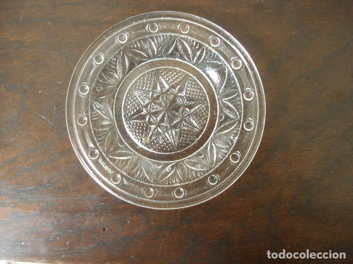 Antigüedades: Cuatro platitos vidrio prensado miniatura ( 9 cm ) - Foto 3 - 163333274