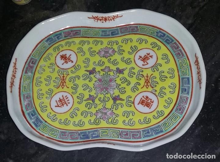 Antigüedades: Juego de café o te en porcelana china. Bandeja, tetera o cafetera y dos vasitos. - Foto 3 - 163345170