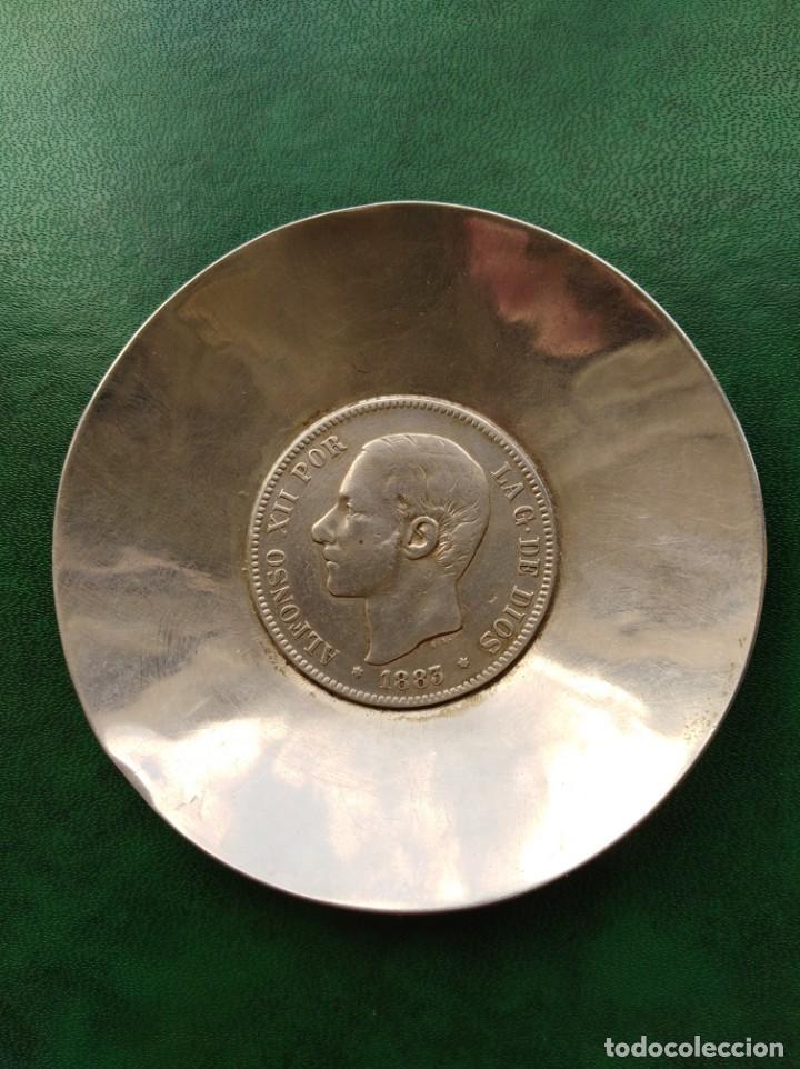 CENICERO DE PLATA CON MONEDA DE ALFONSO XII DE ÉPOCA 5 PESETAS DE 1883 (Antigüedades - Platería - Plata de Ley Antigua)
