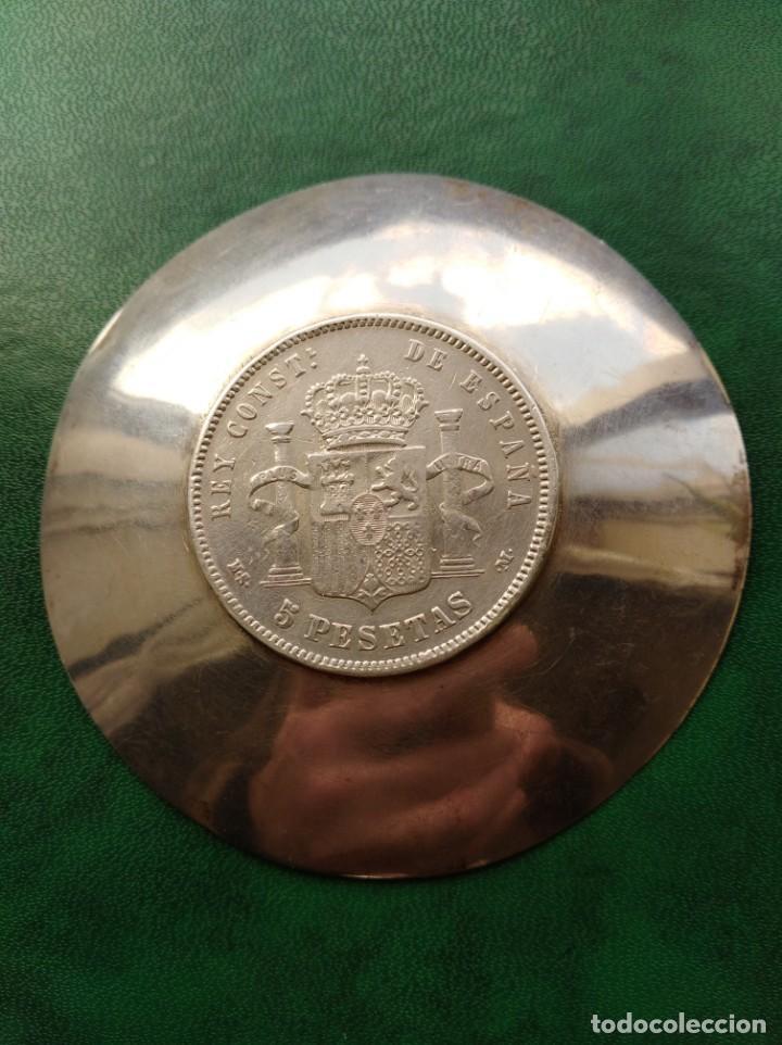 Antigüedades: Cenicero de plata con moneda de Alfonso XII de época 5 pesetas de 1883 - Foto 2 - 163360018