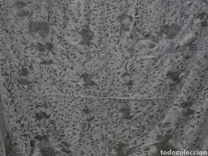 Antigüedades: ANTIGUO MANTÓN DE MANILA EN SEDA NEGRO BORDADO CON FLORES. - Foto 8 - 163465964