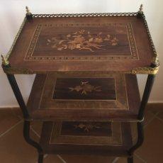 Antigüedades: ANTIGUA MESA AUXILIAR FRANCESA EN MARQUETERÍA SIGLO XIX. Lote 163472732