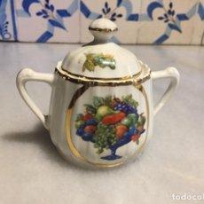 Antigüedades: ANTIGUO AZUCARERO / AZUCARERA DE PORCELANA BLANCA DE LA CASA SANTA CLARA AÑOS 50 . Lote 163514754