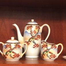 Antigüedades: IMPORTANTE JUEGO DE CAFÉ JAPONÉS PINTADO A MANO. Lote 163548317