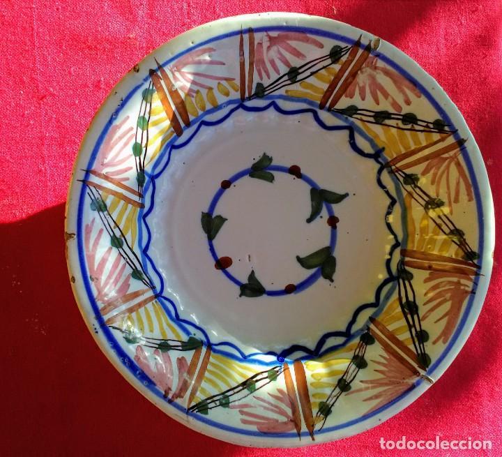 PLATO ANTIGUO DE CERÁMICA DE TRIANA (Antigüedades - Porcelanas y Cerámicas - Triana)