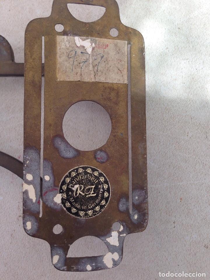 Antigüedades: antiguo candelabro bronce abatible, plegable para colgar casa rural candil rustico portavelas - Foto 2 - 163646922