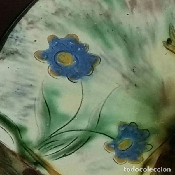 Antigüedades: Gran plato de cerámica del Taller Puigdemont de La Bisbal. Curiosa imagen de un gallo. - Foto 5 - 163730790