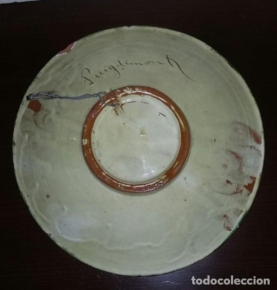 Antigüedades: Gran plato de cerámica del Taller Puigdemont de La Bisbal. Curiosa imagen de un gallo. - Foto 6 - 163730790