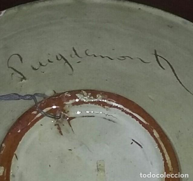 Antigüedades: Gran plato de cerámica del Taller Puigdemont de La Bisbal. Curiosa imagen de un gallo. - Foto 7 - 163730790