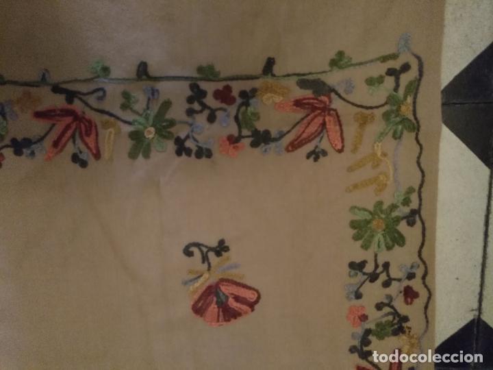 Antigüedades: gran manton pañolon pañuelo chals rectangular con flores preciosos bordados 100 x 100 lana - flecos - Foto 14 - 163756426