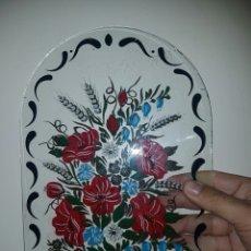 Antigüedades: PRECIOSO CRISTAL ANTIGUO PINTADO CON MOTIVO FLORAL. Lote 163759453