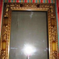 Antigüedades: ESPEJO MARCO TIPO BARROCO TALLADO DORADO. Lote 163760058