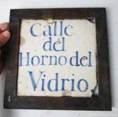 Antigüedades: JOYA! AZULEJO S XVII PLACA GRANADA CALLE DEL HORNO DEL VIDRIO FRENTE ALHAMBRA . Lote 163795778