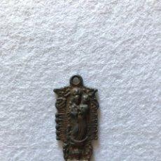 Antigüedades: RELIGIOSA. VIRGEN. GLORIA HUELVA. ANTIGUA MEDALLA REYNA REINA DE LOS ÁNGELES ALAJAR.. Lote 163951880