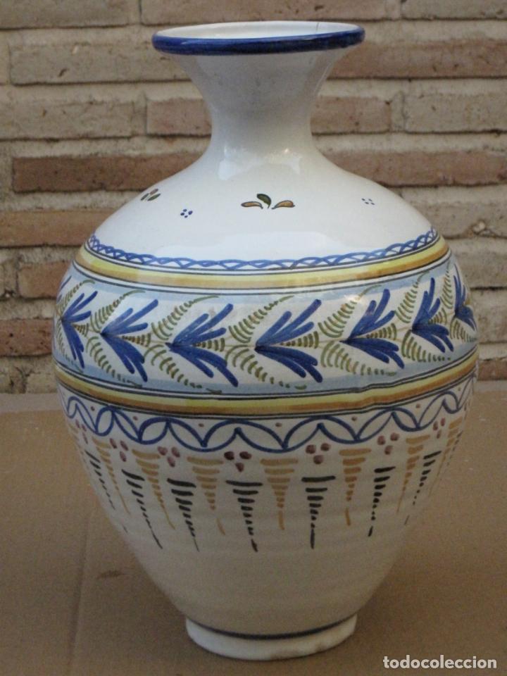 Antigüedades: TINAJA EN CERAMICA PINTADA Y VIDRIADA DE TALAVERA DE LA REINA ( TOLEDO ) FIRMADA. - Foto 2 - 163956430