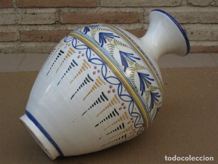 Antigüedades: TINAJA EN CERAMICA PINTADA Y VIDRIADA DE TALAVERA DE LA REINA ( TOLEDO ) FIRMADA. - Foto 3 - 163956430