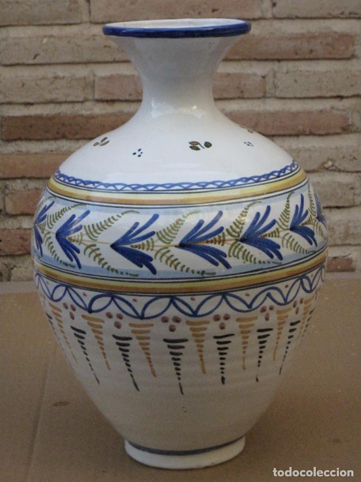 TINAJA EN CERAMICA PINTADA Y VIDRIADA DE TALAVERA DE LA REINA ( TOLEDO ) FIRMADA. (Antigüedades - Porcelanas y Cerámicas - Talavera)