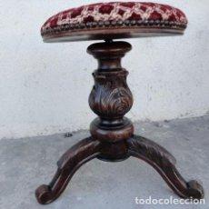 Antigüedades: TABURETE DE PIANO ANTIGUO TALLADO, ELEVABLE , MADERA DE PALOSANTO. Lote 163963586