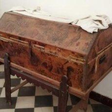 Antigüedades: BAÚL ANTIGUO CON SOPORTE.. Lote 163972030