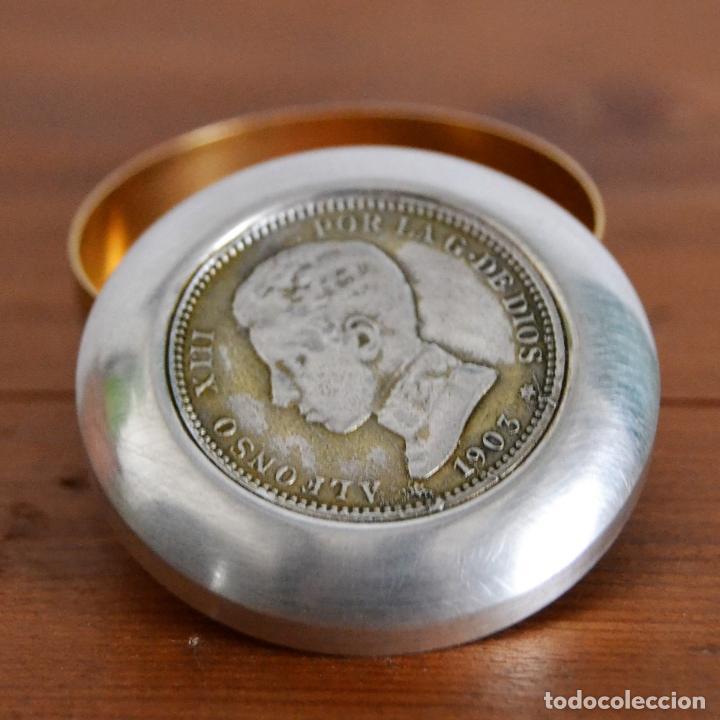 Antigüedades: CAJA PASTILLERO CAJITA CON MONEDA DE PLATA DE ALFONSO XIII CON ESTRELLA - Foto 4 - 163976306
