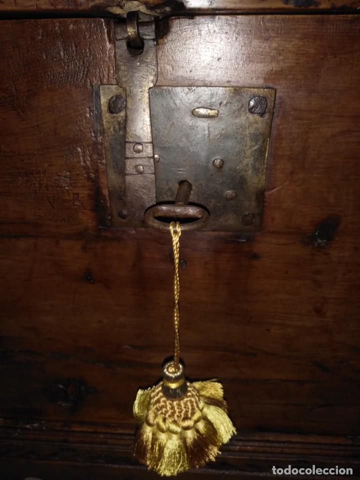 Antigüedades: BONITA ARCA BAUL CON CERRADURA Y LLAVE ENSAMBLE COLA DE MILANO 99 CM DE LONGITUD INICIOS SIGLO XIX - Foto 10 - 163989974