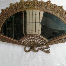 Antiquités: ESPEJO EN BRONCE EN FORMA DE ABANICO. TALLADO. Lote 163993642