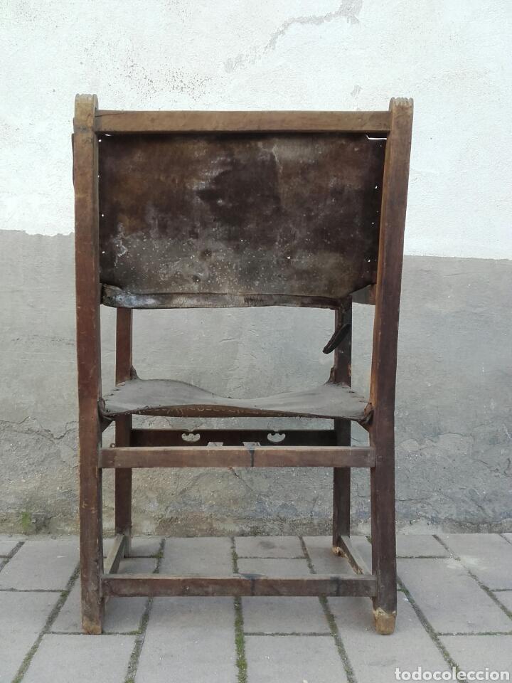 Antigüedades: Sillón frailero de madera de nogal y cuero con chambrana calada de riñones recortados. Siglo XVII. - Foto 6 - 163999556