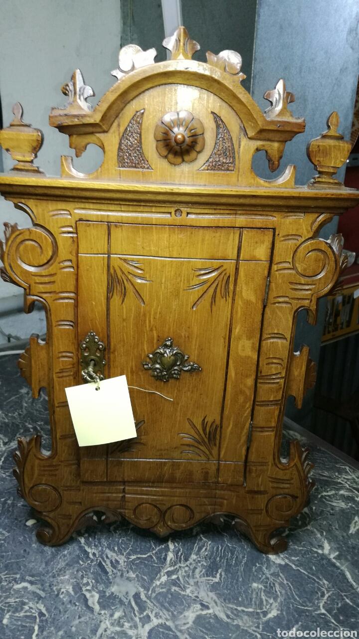 MUEBLE AUXILIAR PEQUEÑO TALLADO MUY BONITO (Antigüedades - Muebles Antiguos - Auxiliares Antiguos)