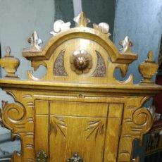 Antigüedades: MUEBLE AUXILIAR PEQUEÑO TALLADO MUY BONITO. Lote 164033662