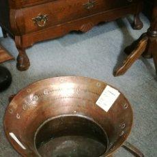 Antigüedades: CUBO DE COBRE REPUJADO CON ASAS. Lote 164041690