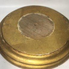 Antigüedades: ORIGINAL ANTIGUO PEANA PARA SANTO VIRGEN O FANAL EN MADERA MEDIDAS FOTOGRAFIADAS. Lote 164044162