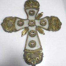 Antigüedades: ANTIGUA CRUZ. RELIQUIA. METAL. NOMBRES DE IMAGENES. VIRGEN DE LOS REYES, DEL ROCIO, MACARENA. VER. Lote 164120458