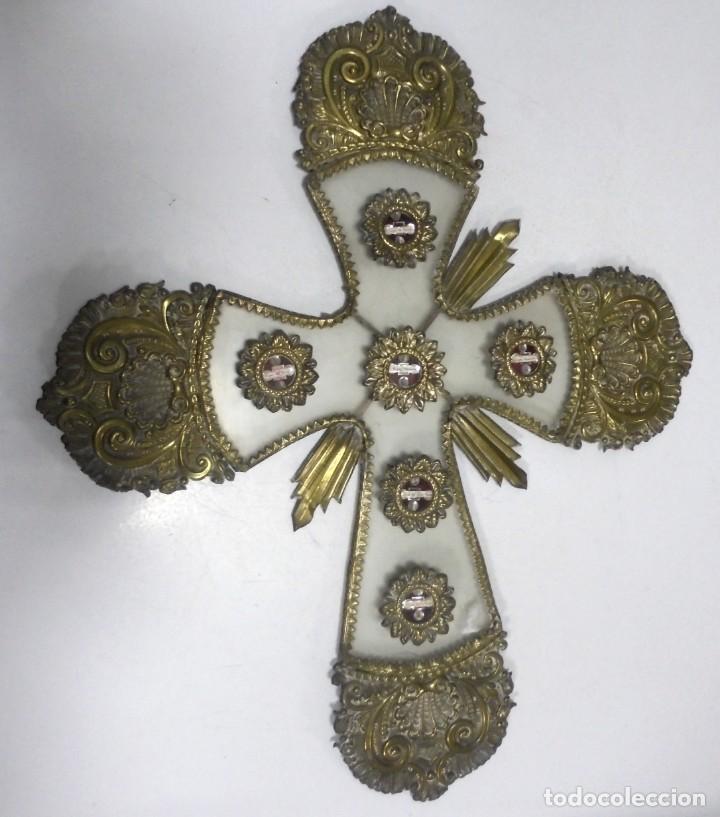 Antigüedades: ANTIGUA CRUZ. RELIQUIA. METAL. NOMBRES DE IMAGENES. VIRGEN DE LOS REYES, DEL ROCIO, MACARENA. VER - Foto 2 - 164120458