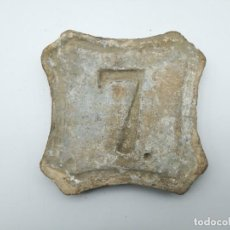 Antigüedades: ANTIGUA PLACA DE NÚMERO DE PORTAL EN BARRO S.XVIII O XIX. Lote 266738723