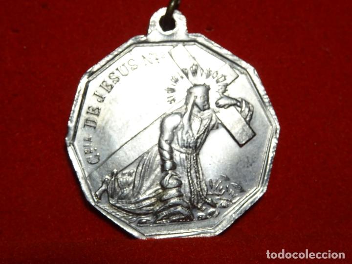 Antigüedades: medalla hermandad santa cruz, brillo original y Jesus nazareno, - Foto 2 - 164392206