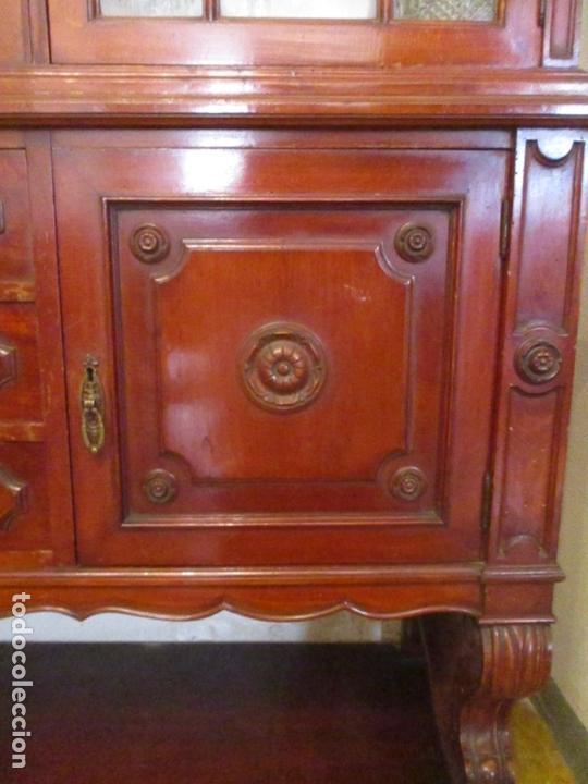 Antigüedades: Vitrina - Estilo Victoriana - Madera de Haya Color Caoba - con Peana - Años 40 - Foto 10 - 164441378