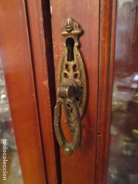 Antigüedades: Vitrina - Estilo Victoriana - Madera de Haya Color Caoba - con Peana - Años 40 - Foto 14 - 164441378