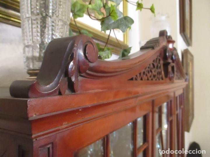 Antigüedades: Vitrina - Estilo Victoriana - Madera de Haya Color Caoba - con Peana - Años 40 - Foto 17 - 164441378