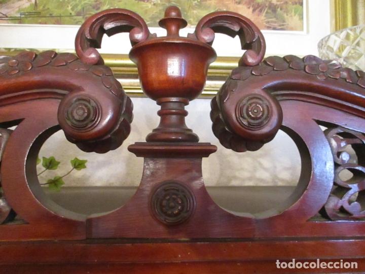 Antigüedades: Vitrina - Estilo Victoriana - Madera de Haya Color Caoba - con Peana - Años 40 - Foto 19 - 164441378