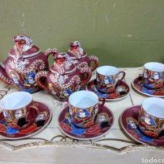 Antigüedades: JUEGO DE CAFE JAPONES. IMAGEN GEISHA. EIHO JAPÓN. CINCO SERVICIOS. GRANATE. Lote 164521736