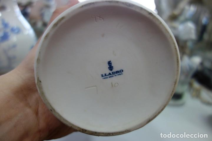 Antigüedades: FLORERO DE PORCELANA DE LLADRO DE LOS AÑOS 70 - Foto 4 - 164590710