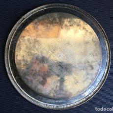 Antigüedades: MAGNIFICA BANDEJA PLATEADA REPUJADA Y GRAVADA CON ETIQUETA SBS SILVERPLATED. Lote 164593854