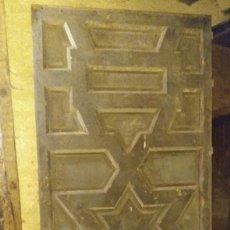Antigüedades: PUERTA ANTIGUA DE TRACERIAS MUDÉJARES, MEDIDAS 2,09 X 0,89 MTROS.. Lote 164611322