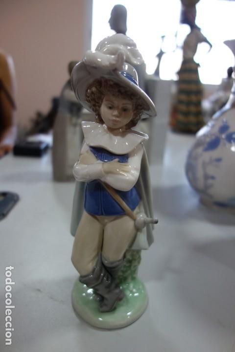 FIGURA DE PORCELANA DE NAO DE LOS AÑOS 70 (Antigüedades - Porcelanas y Cerámicas - Lladró)