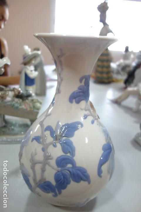 Antigüedades: FLORERO DE PORCELANA DE LLADRO DE LOS AÑOS 70 - Foto 4 - 164590362