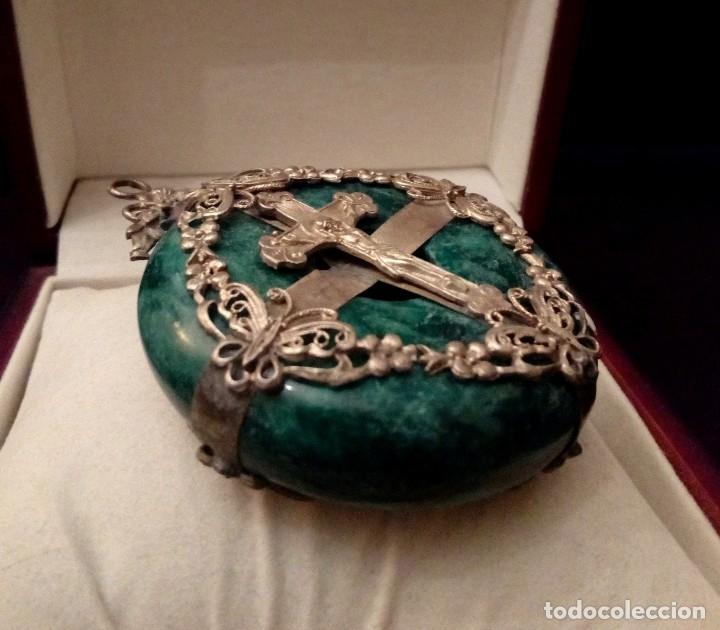 Antigüedades: GRAN COLGANTE MEDALLON DE JADE NATURAL CON CRUZ - 89 GRAMOS - Foto 2 - 115177435